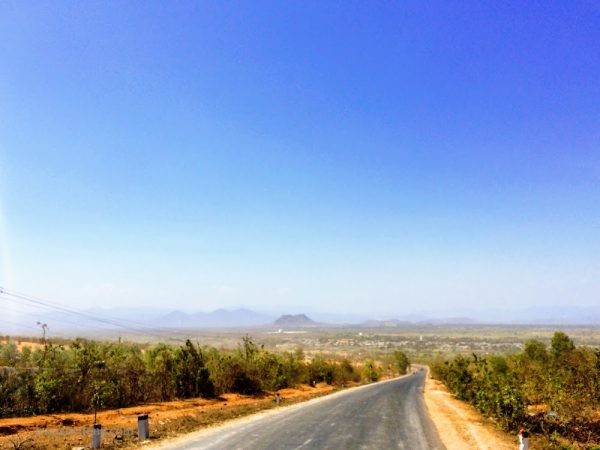 Đường đổ về Lương Sơn, Phan Rí, Bình Thuận