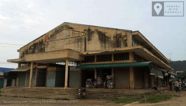Chợ Đà Loan, nơi bạn ăn sáng và mua thêm đồ đạc để trekking.