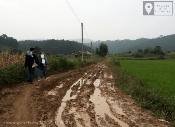 Điểm bắt đầu đi bộ vào cung đường trekking Tà Năng - Phan Dũng, toạ độ 11.554181, 108.524975