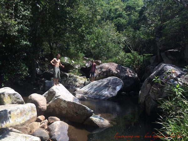 Tắm suối Trekking núi Chúa Ninh Thuân.