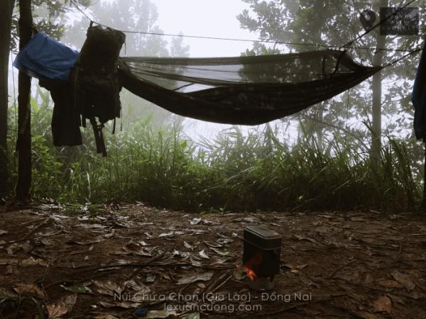 Ngủ trên núi Chứa Chan