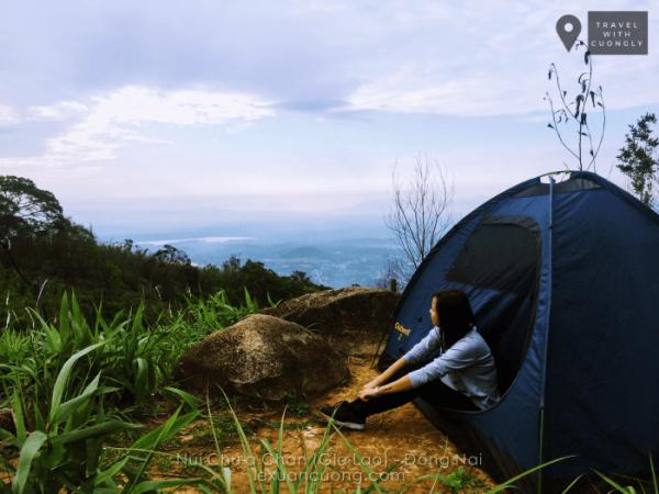 Bãi cắm trại ở cột 135 trên núi Chứa Chan.