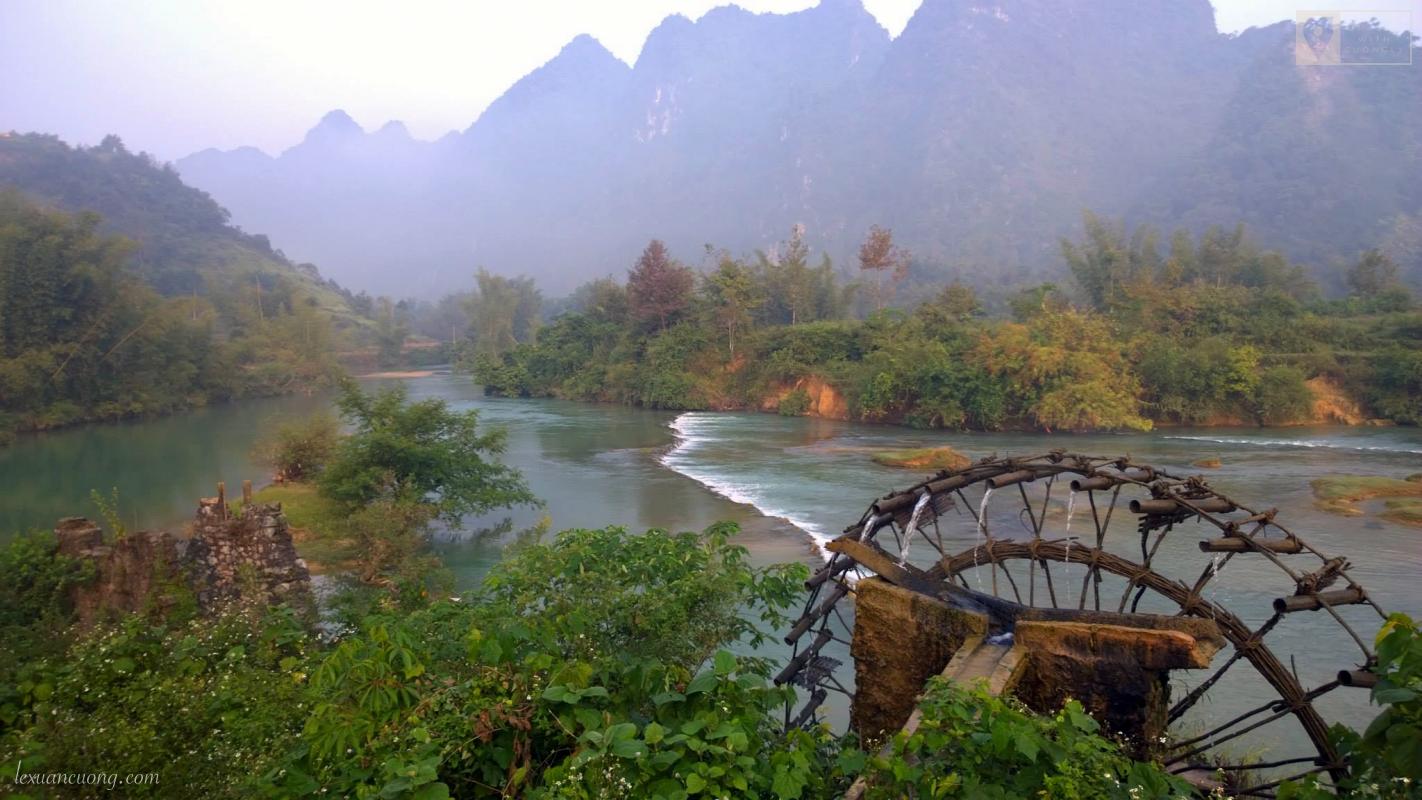 Khung cảnh như tranh vẽ trên đường đường đi thác Bản Giốc, Cao Bằng.