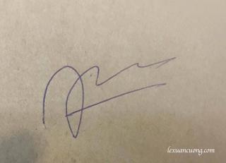 Chữ ký trên nền trắng (ở đây mình dùng nền hơi nâu)