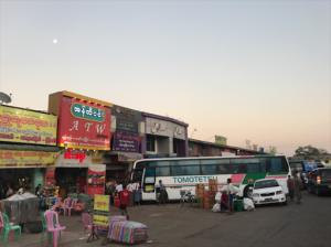 25255BUNSET 25255D 52 300x224 1 - Review JJ Express Myanmar - Business class bus: tiết kiệm 1/2 chi phí xe khi du lịch Myanmar