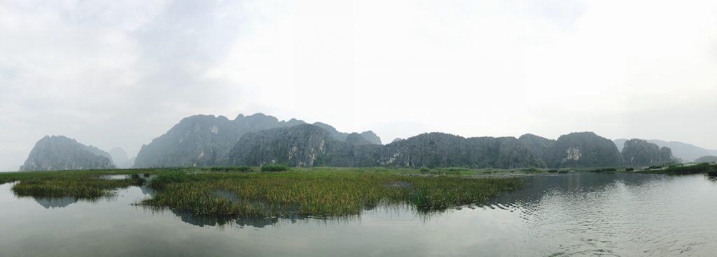 Đầm Vân Long - nổi tiếng là phim trường của phim Kong Skull Island. Bạn có thể ghé khi du lịch bụi Ninh Bình.