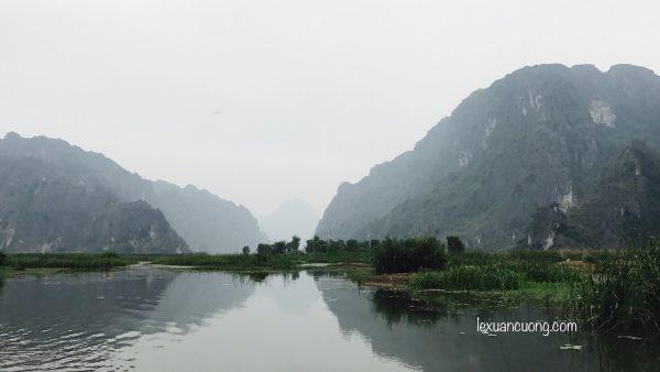 Đầm Vân Long - nơi đóng phim Kong - Skull island ở phía Bắc Ninh Bình thu hút khách du lịch.