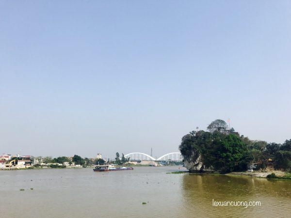 Núi Dục Thuý, nằm ở trung tâm thành phố Ninh Binh