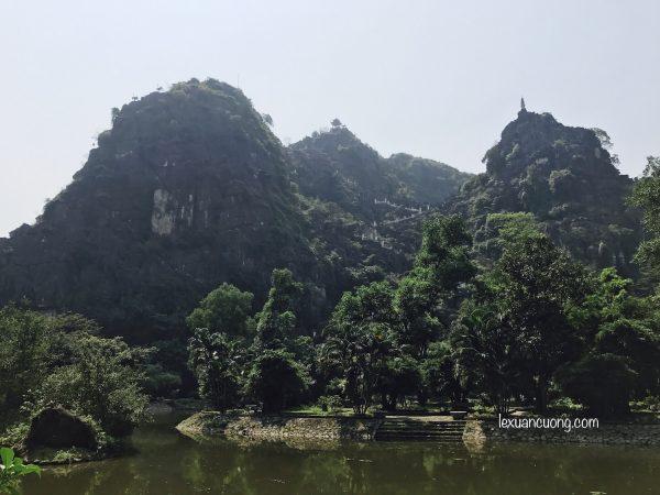 Núi Ngoạ Long - khu du lịch Hang Múa, Ninh Bình