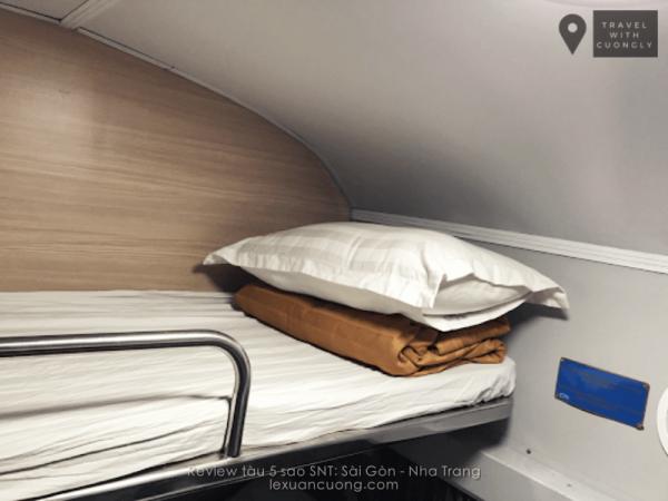 Tàu 5 sao SNT Sài Gòn Nha Trang, mỗi giường có 1 chăn, gối