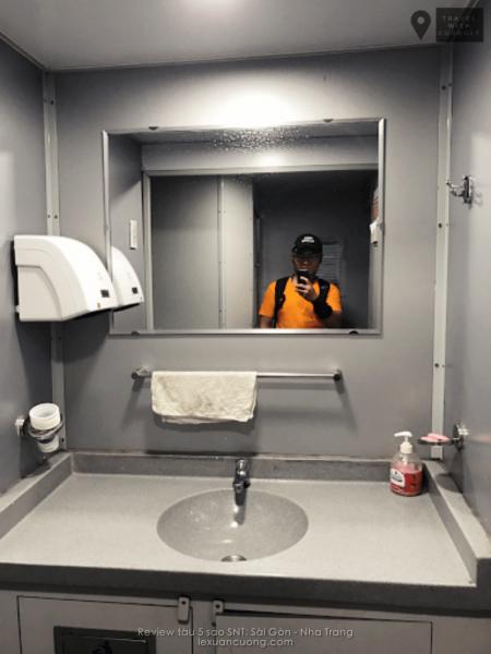 Khu vệ sinh tàu chất lượng cao SNT