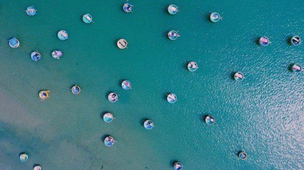 Những chiếc thuyền thúng của làng chài Mũi Né chụp từ trên cao. Ảnh: Phú Nghĩa