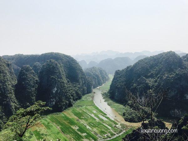 Du lich Ninh Binh Hang Mua 600x450 - Đi Ninh Bình nhớ phải leo núi Ngoạ Long - Hang Múa ngắm Tam Cốc từ trên cao