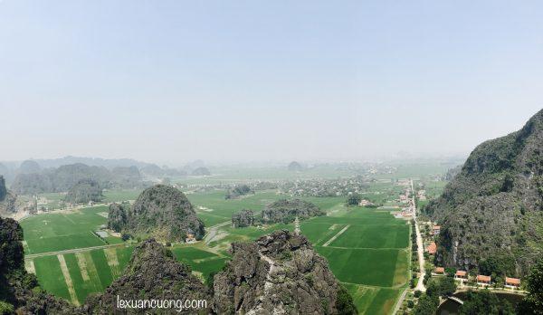 Du lich Ninh Binh Hang Mua 7 600x348 - Đi Ninh Bình nhớ phải leo núi Ngoạ Long - Hang Múa ngắm Tam Cốc từ trên cao