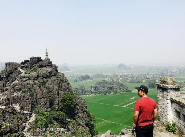 Du lich Ninh Binh Hang Mua 9 600x443 - Đi Ninh Bình nhớ phải leo núi Ngoạ Long - Hang Múa ngắm Tam Cốc từ trên cao