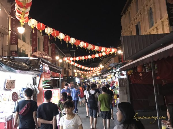 Khu China town sầm uất với phố ăn uống, mua sắm đồ lưu niệm.