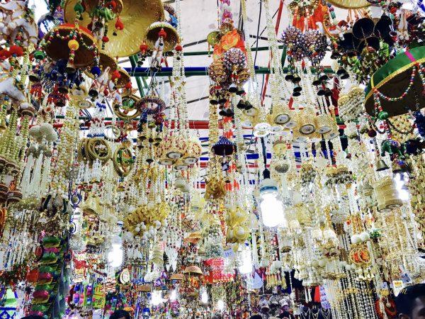 Trong 1 khu chợ nhiều màu sắc ở khu Tiểu Ấn, Singapore