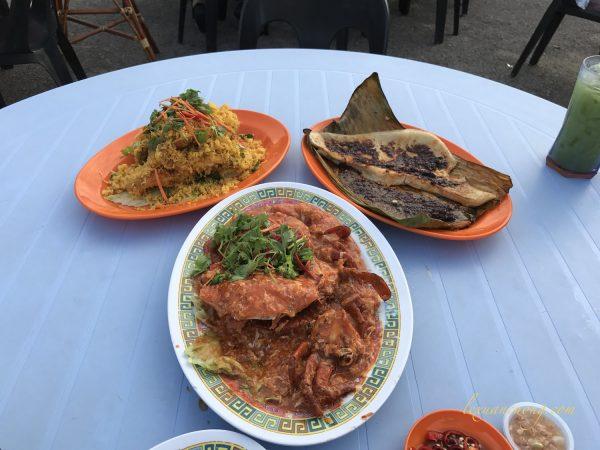 Cua sốt ớt, tôm tít chiên bột, cá đuối nướng lá chuối tại chợ hải sản Singapore