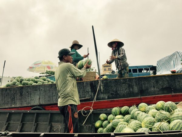 Du lịch chợ nổi Cái Răng miền Tây sông nước.