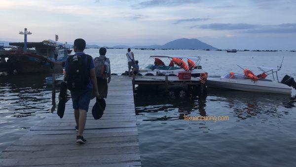 Cano ra đảo Điệp Sơn.