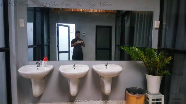 Khu vực vệ sinh tại OME Hostel - 32 Chu Văn An, Quy Nhơn