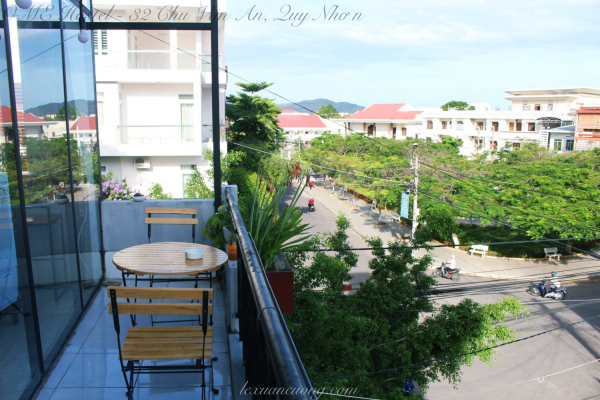 Góc ban công ở OME Hostel Quy Nhơn