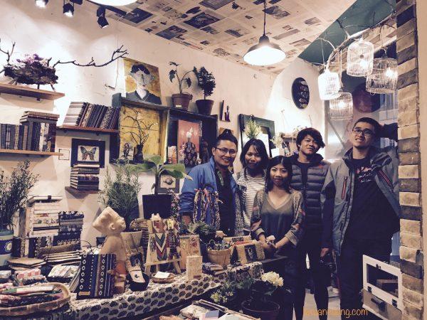 Team Go Explore & chị Thư - chủ shop làm đồ handmade Labata