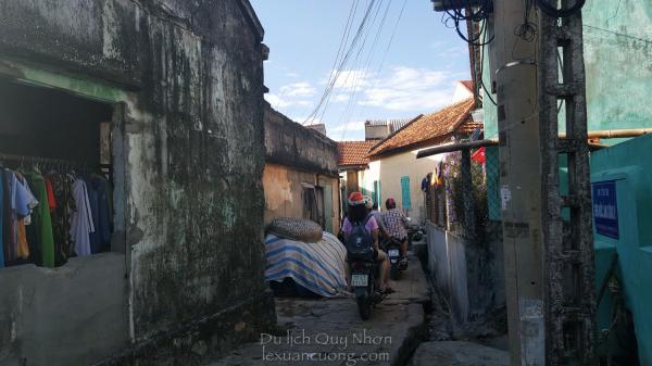 Những nếp nhà cũ cũ của xã Nhơn Lý