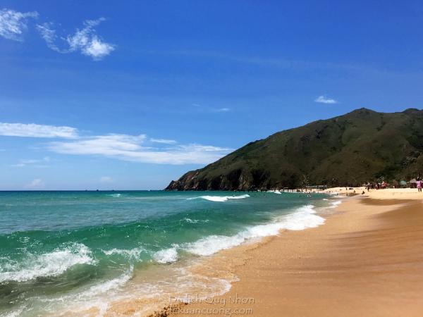 Bãi biển Kỳ Co, hôm nay trời nắng đẹp và trong xanh