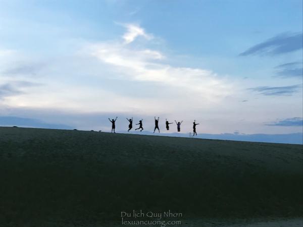 Team Go Explore Việt Nam tại đồi cát Phương Mai, Quy Nhơn