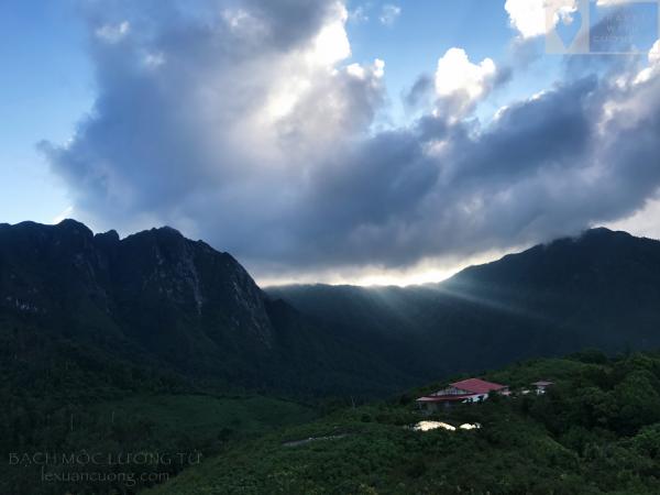 Lán trại trên đỉnh Núi Muối (Bạch Mộc Lương Tử - Đỉnh núi đẹp của vùng Tây Bắc)