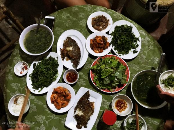 Bữa ăn tối dân dã tại Tam Thanh Natural Beach resort