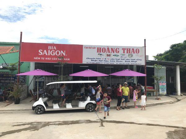 Nhà hàng hải sản Hoàng Thao, Nhơn Lý. Bạn có thể ăn uống hay đặt mua hải sản mang về.