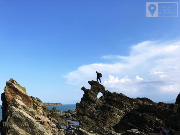 Những vách đá với cấu tạo đặc biệt tại Bàng Than