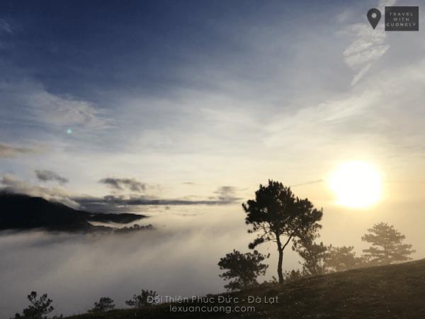 Ảnh biển mây nhìn từ đồi cây cô đơn Thiên Phúc Đức chụp bằng Flycam (ảnh: Phú Nghĩa - Go Explore Vietnam)