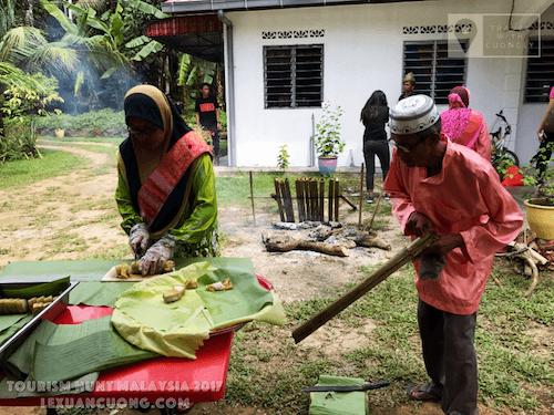 Nấu cơm lam lại homestay LABU KUPONG