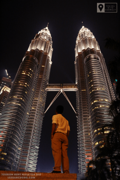 Du lịch Malaysia Tháp đôi 04 lexuancuong.com  400x600 - Thăm toà Tháp đôi cao nhất thế giới - Petronas Twin Towers ở Malaysia