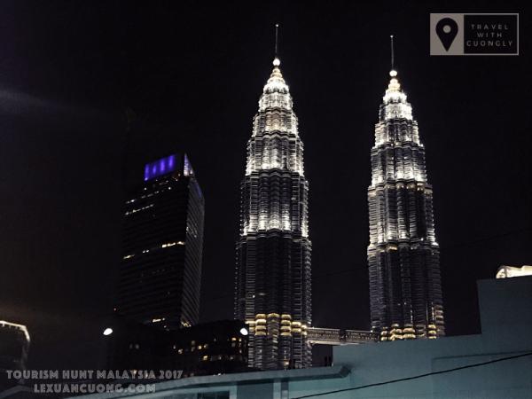 Tháp đôi Petronas, Malaysia nhìn từ xa