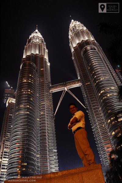 Du lịch Malaysia Tháp đôi 09 lexuancuong.com  400x600 - Thăm toà Tháp đôi cao nhất thế giới - Petronas Twin Towers ở Malaysia
