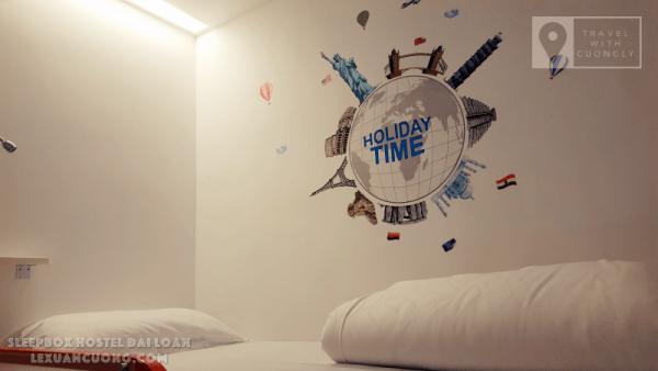 Giường dorm trong phòng của SleepBox Hotel Taipei
