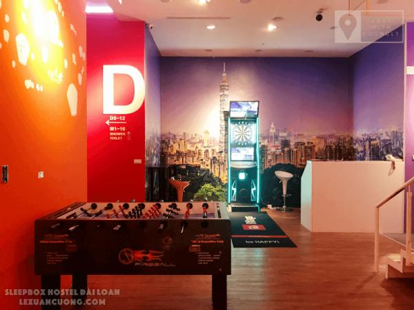 Khu vực sinh hoạt chung của SleepBox Hotel Taipei