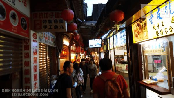 Chợ đêm ở Phố cổ Cửu Phần, Đài Bắc, Đài Loan