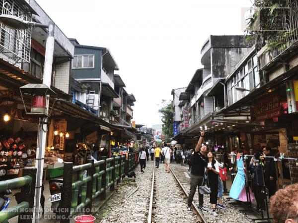 Kinh nghiệm DU LỊCH ĐÀI LOAN 26 lexuancuong.comCửu Phần Thập Phần Làng Mèo 600x450 - Tổng quan du lịch Đài Loan - Lịch trình và Kinh nghiệm du lịch bụi Đài Loan 6 ngày