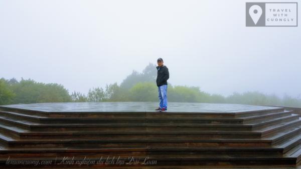Đỉnh núi Alishan, với nhiều sương mù.
