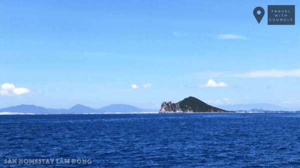 Du lịch Hòn Nưa Phú Yên 02 lexuancuong.com  600x337 1 - Hoang sơ biển Hòn Nưa, ngắm San hô & ăn hải sản