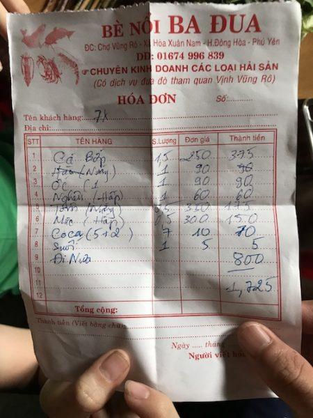 Hoá đơn ăn hải sản ở Vũng Rô cho gia đình 7 người.