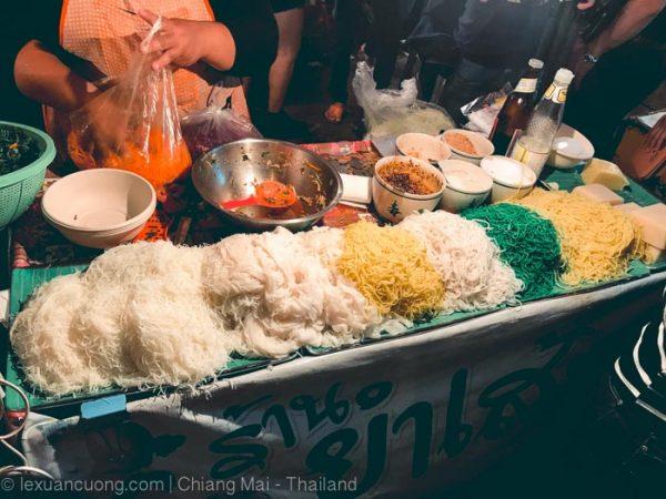 Món ăn hấp dẫn ở chợ đêm Chiang Mai.