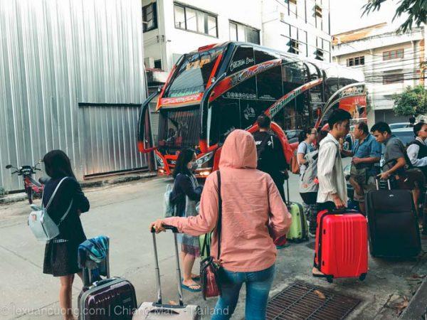 Xe bus từ Bangkok đi Chiang Mai.