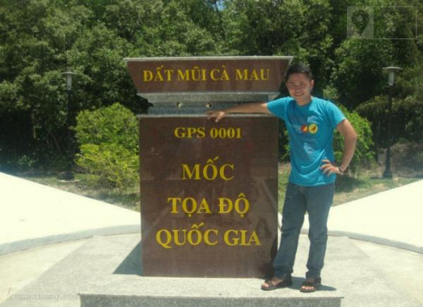 Mốc toạ độ quốc gia, được xem như điểm cực Nam ở Cà Mau, Việt Nam.