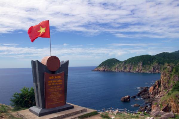 Mũi Điện, điểm được tỉnh Phú Yên xem là cực Đông của đất liền Việt Nam.